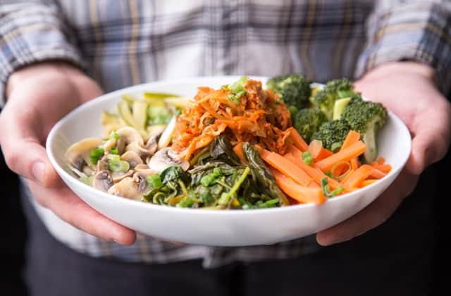 Ración cacera de comida con una variedad de vegetales
